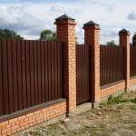 Как построить забор из профлиста: все «за» и «против»