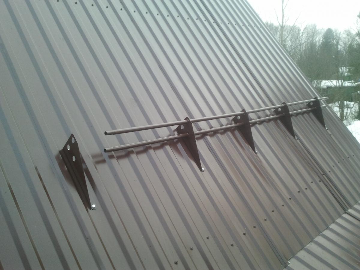 Как и из чего сделать снегозадержание на крыше 994